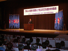 Photo: President Sasamori giving a speech on behalf of the organizers. (May 14, Hitotsubashi Hall, Tokyo)