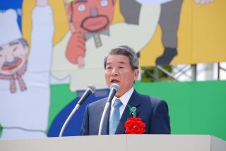 Health, Labor and Welfare Minister Yanagisawa represents the government at the Rally