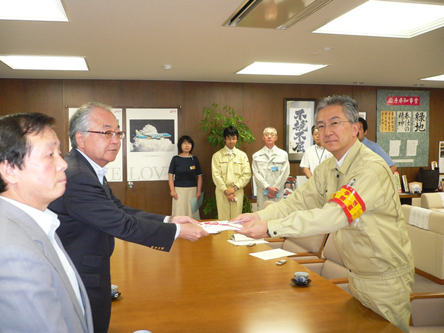 Iwate Governor Tasso (right) and RENGO President Koga
